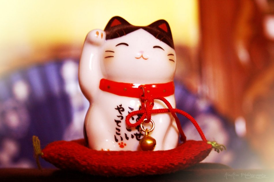 Манеки-неко. Японский кот счастья