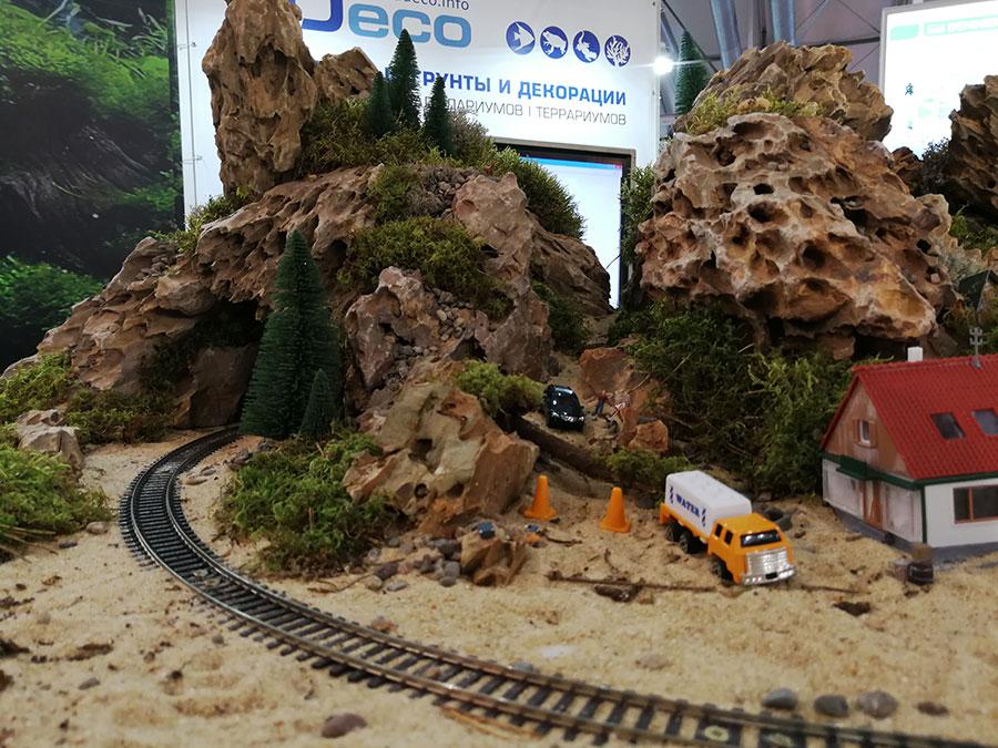 железная дорога,домик, машина,зелень