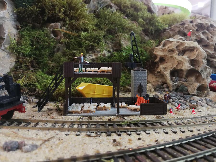 железная дорога,зелень,камни