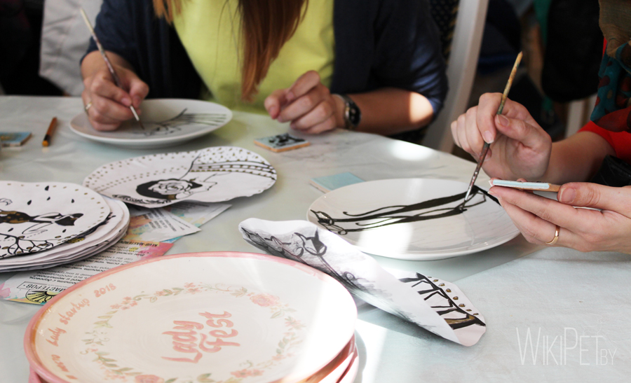 Рисунок на тарелке краской