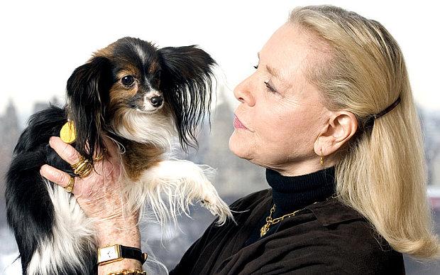 Лорен Баколл и ее папильон фото