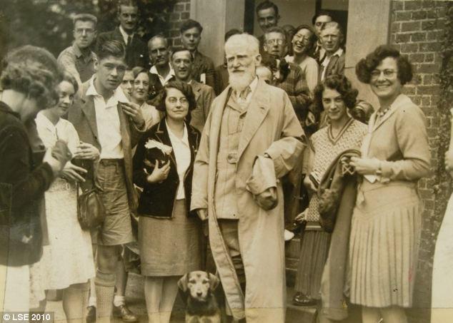 Джордж Бернард Шоу и собака фото