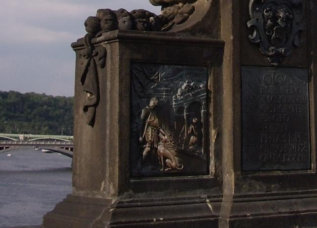 Собака счастья на мосту в Праге Чехия фото