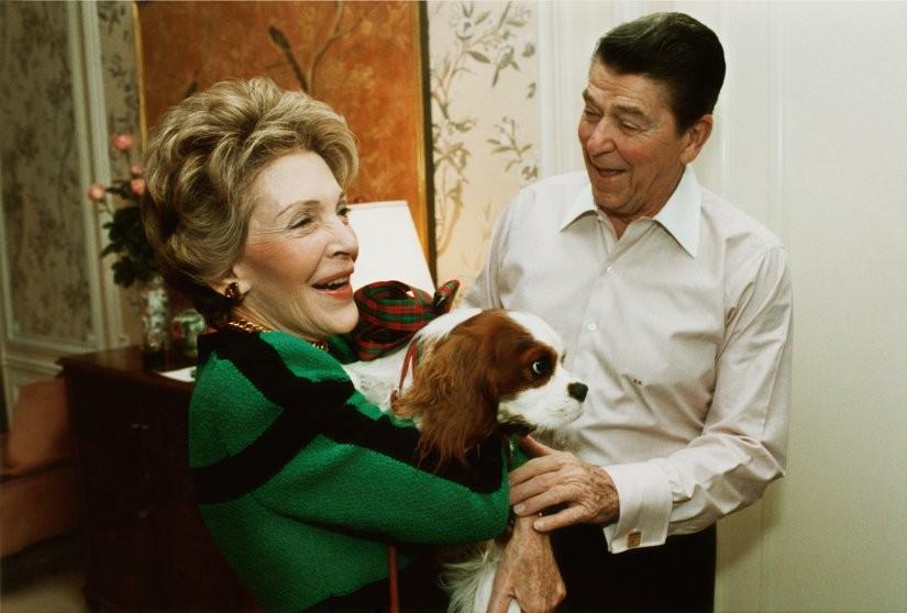 Рональд Рейган и его кавалер кинг чарльз спаниель