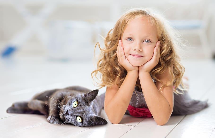 Девочка и кошка фото